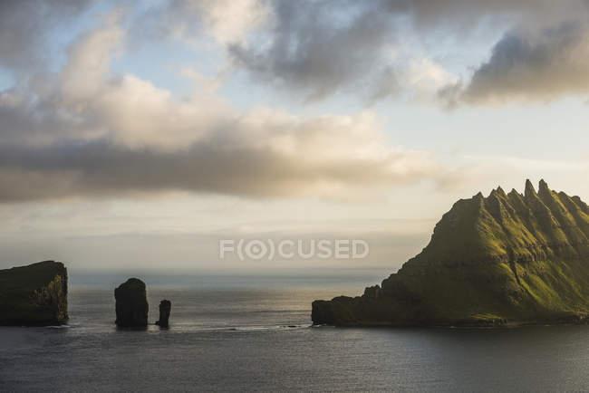 Скал в море — стоковое фото