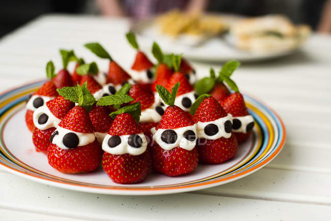 Strawberries on plate, selective focus — Stock Photo