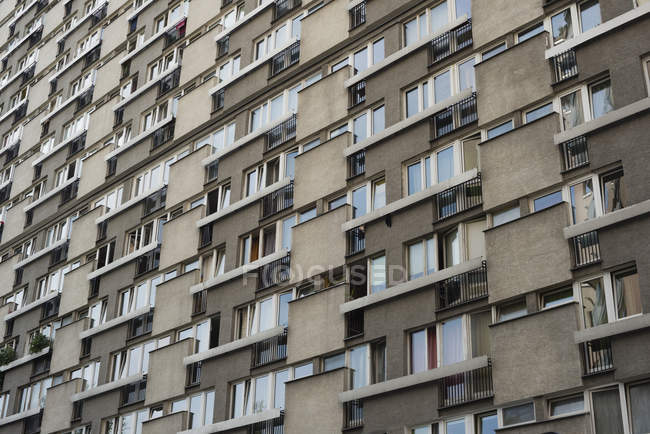 Bloco de apartamentos, vista minimalista — Fotografia de Stock