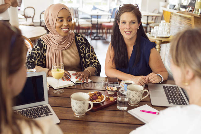 Businesswomen working during lunch — Stock Photo