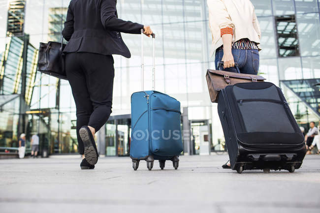 Businesswomen walking by central station — Stock Photo