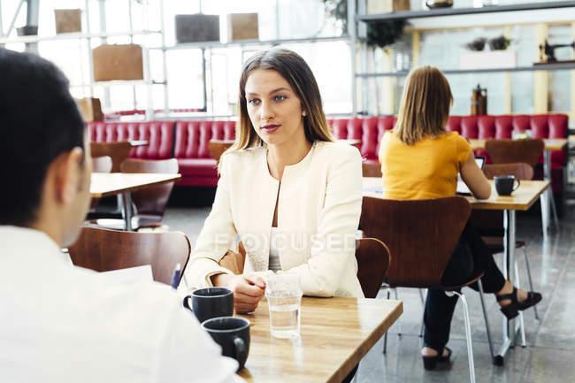 Colegas almoçando de negócios — Fotografia de Stock