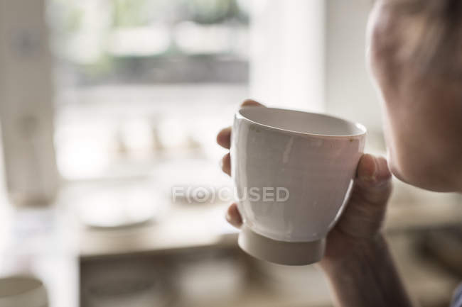 Female hand holding cup — Stock Photo