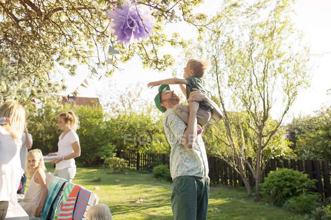 Father playing with son in garden — Stock Photo