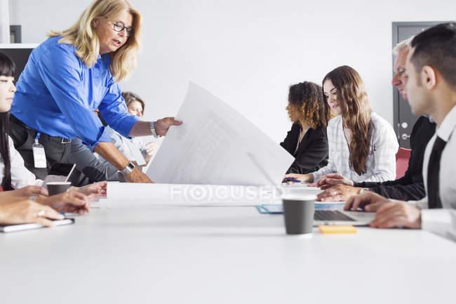 Réunion d'affaires au bureau — Photo de stock