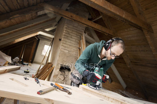 Man using power tool — Stock Photo