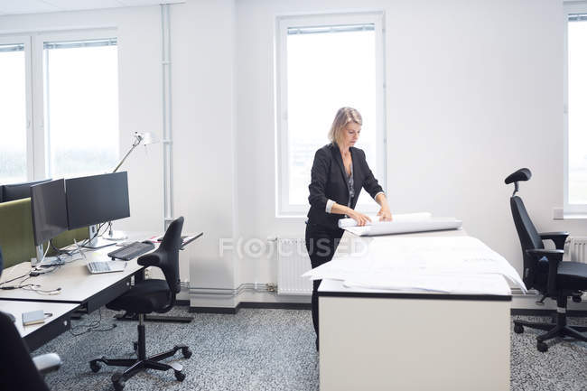Female architect working in office — Stock Photo