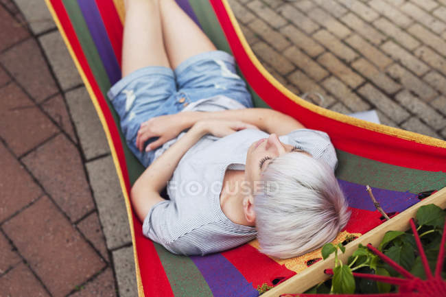 Woman relaxing on hammock during daytime — Stock Photo