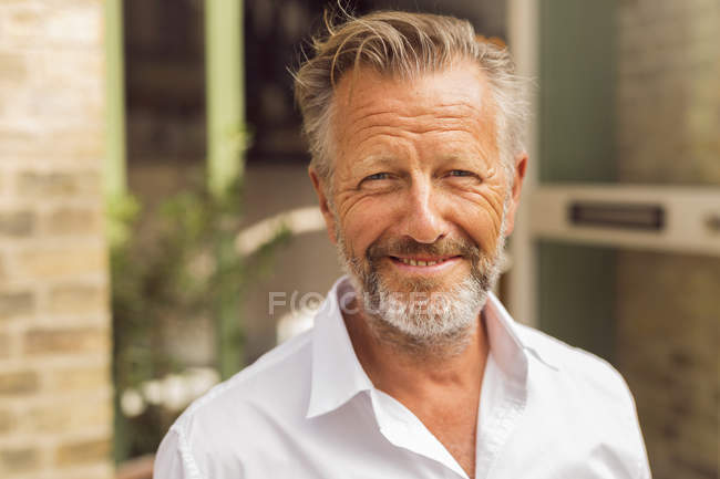 Portrait d'un homme senior — Photo de stock