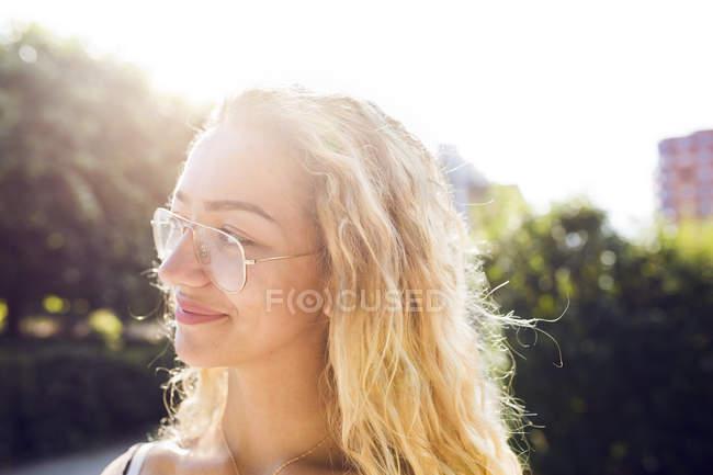 Portrait of blonde teenage girl (14-15) wearing eyeglasses — Stock Photo
