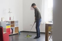 Man playing golf at home — Stock Photo