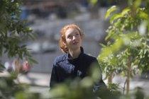 Junge rothaarige Frau Gärtner — Stockfoto