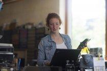 Жіночий системного адміністратора — стокове фото