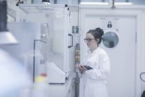 Female scientist using digital tablet in chemical laboratory. — Stock Photo