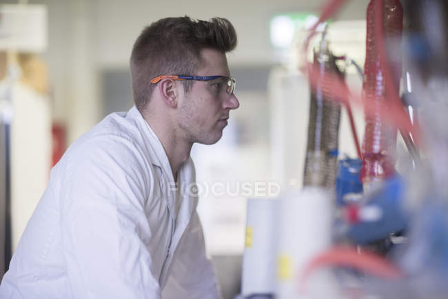 Scientist working with tools during scientific experiment — Stock Photo