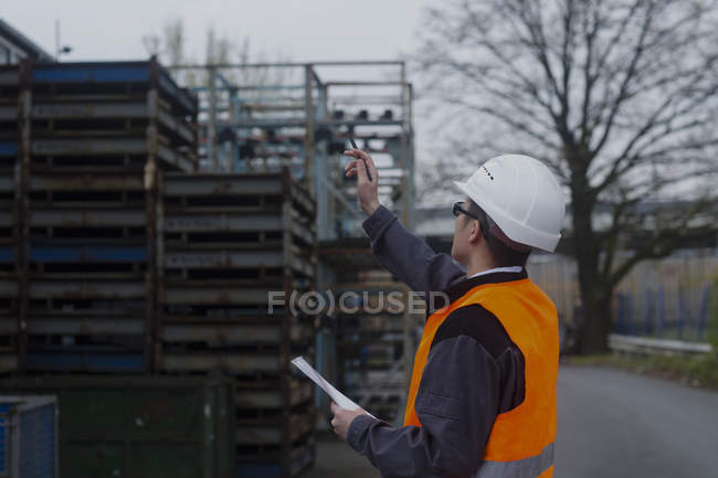 Industrial worker inspecting port area — Stock Photo