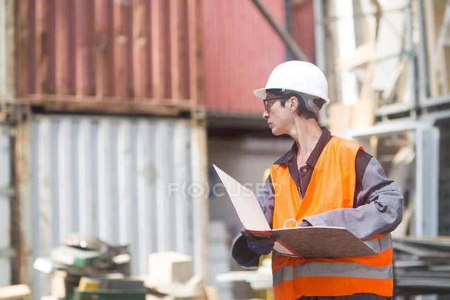 Woman working at warehouse — Stock Photo