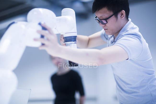 Apprentissage robotique à l'Université des étudiants — Photo de stock