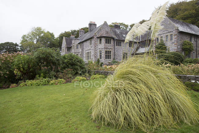 Victorian style cottages in mountains — Stock Photo