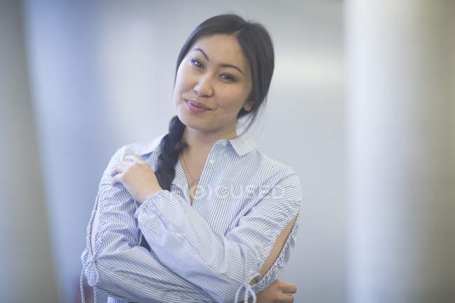 Asian woman with arms folded looking in camera — Stock Photo