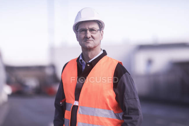Male worker standing on construction site, front view — Stock Photo