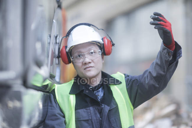 Construction worker making beckoning gesture on building site — Stock Photo