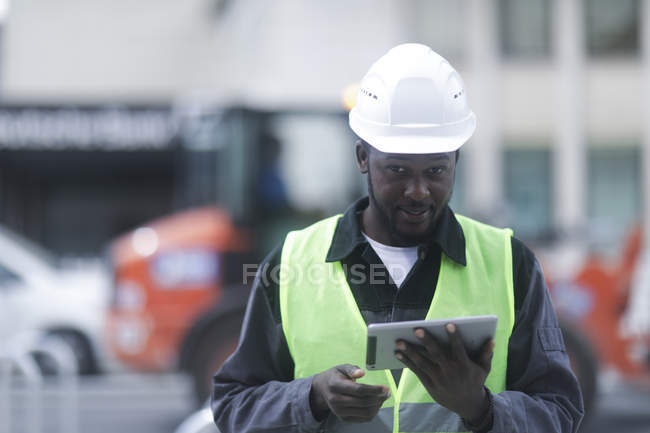 African American engineer holding digital tablet and looking in camera — Stock Photo