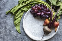 Fresh picked beets and grapes — Stock Photo