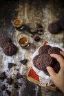 Macho mano galletas libres de gluten - foto de stock