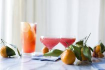 Sparkling citrus and prosecco punch — Stock Photo