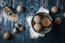 Biscotti tahini con semi di sesamo — Foto stock