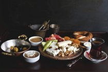 Традиційним турецьким сніданком — стокове фото