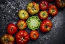 Tomates Heirloom à bord — Photo de stock