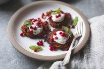 Harissa Süßkartoffel latkes — Stockfoto