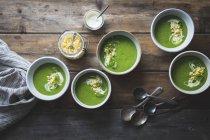 Zucchini-Basilikumsuppe — Stockfoto