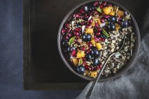 Coconut Quinoa Porridge with Berries - foto de stock