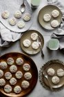 Dessert indiano sulle piastre — Foto stock