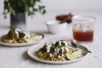 Albóndigas de lentejas al curry - foto de stock