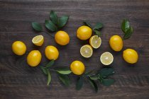 Frische gelbe Zitronen — Stockfoto
