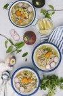 Zuppa di pollo in ciotole — Foto stock
