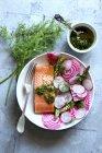 Salade printanière au radis — Photo de stock