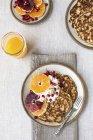 Pancake con le arance per la colazione — Foto stock