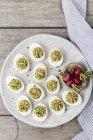 Авокадо с пряностями яйца — стоковое фото