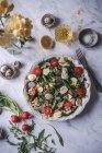 Grüner Salat mit gebratenem Spargel — Stockfoto
