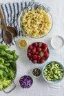 Полуниця макарони салат — стокове фото