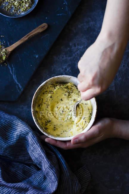 Butter und zerquetschten Samen — Stockfoto