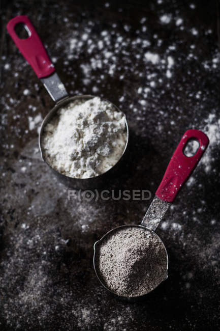 Weizen und Buchweizen Mehl — Stockfoto