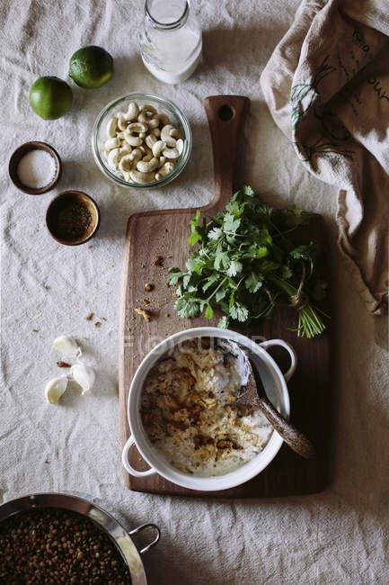 Ингредиенты для карри чечевица фрикадельки — стоковое фото