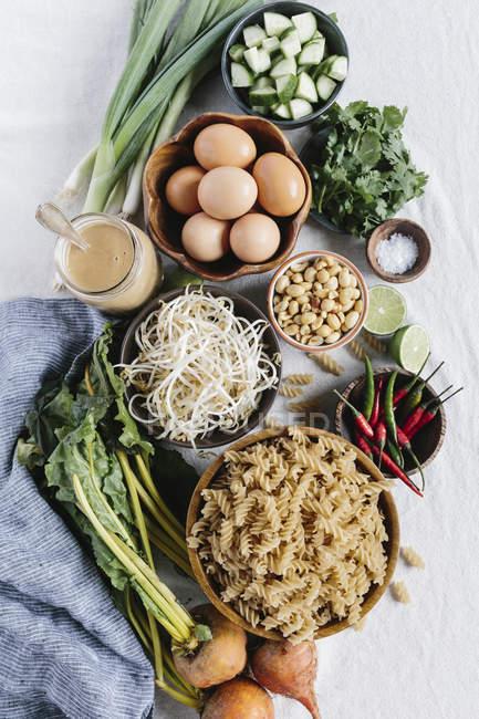 Інгредієнти для хрусткі Veggie чаші — стокове фото
