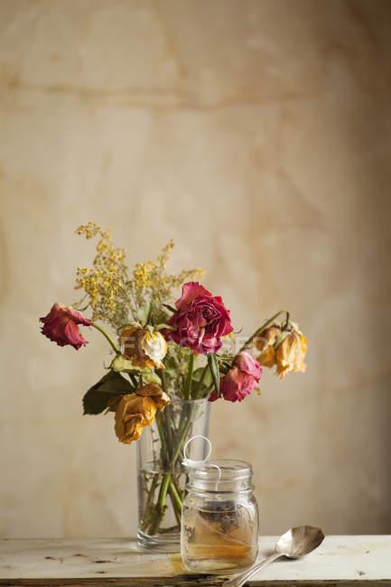 Пелюстка троянди чай — стокове фото